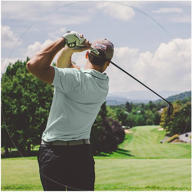 man golfing in barrie ontario near hewitt's gate